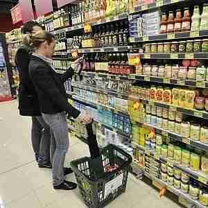 Prezzi in calo: la discesa è maggiore per le famiglie più 'povere'